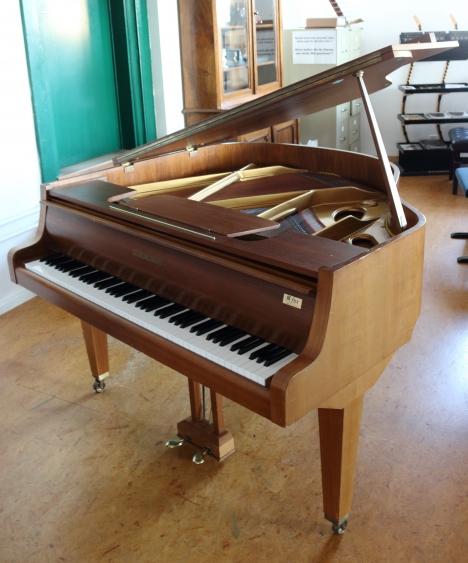 Pianos à Queue Piano à Queue Occasion   Niendorf 135   Noyer Mat